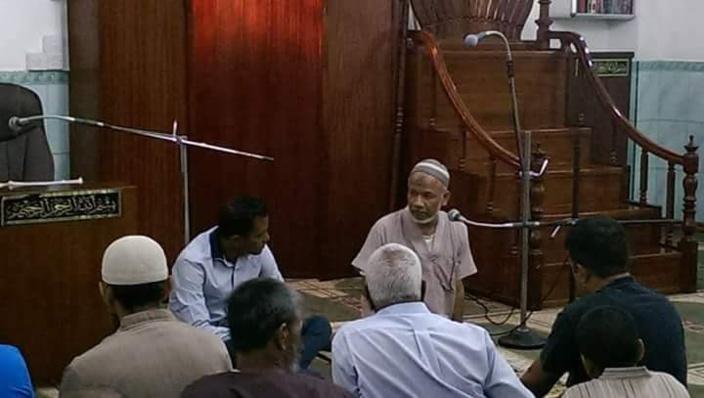 Aboo Bakar Areff Bahemia dans sa mosquéé Zam Zam