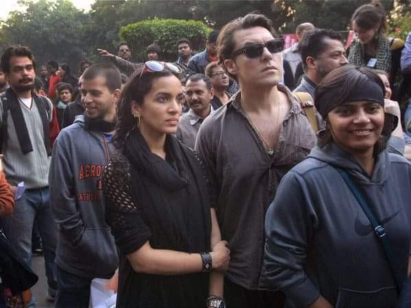 Anoushka Shankar aux côtés de son époux lors d'une manifestation de soutien à la communauté LGBT