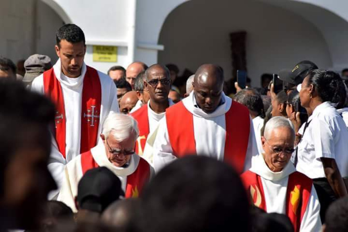 [Diaporama] Cardinal Maurice Piat a ordonné Yudesch Arnachellum, prêtre pour le diocèse de Port-Louis