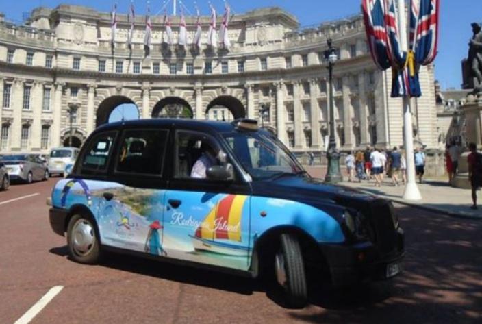 Des taxis aux couleurs de Rodrigues sur les routes londoniennes !