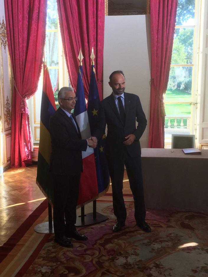 La rencontre entre Pravind Jugnauth de passage à Paris et le Premier français Edouard Philippe.