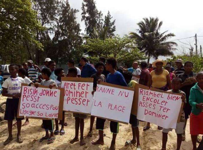 Plage de Riambel : Les pêcheurs réclament un accès pour leurs équipements de pêche.