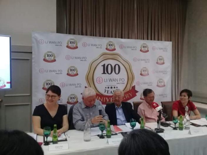 La compagnie Li Wan Po fête ses 100 ans et offre dix chèques de Rs 100 000 à dix ONG