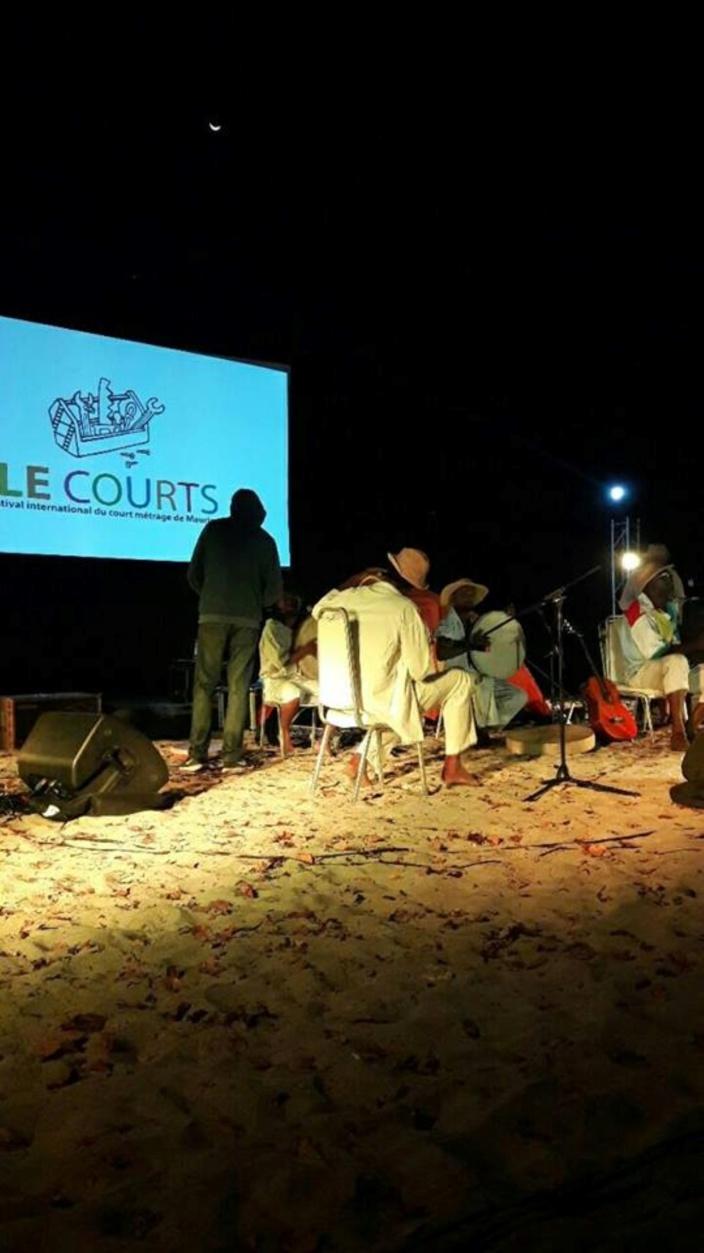 [Vidéo] Festival Ile Courts : Ambiance Baie de Tamarin ce vendredi soir