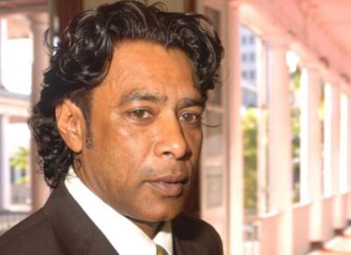 Nando Bodha dément avoir reçu les représentants d'UBER à son ministère