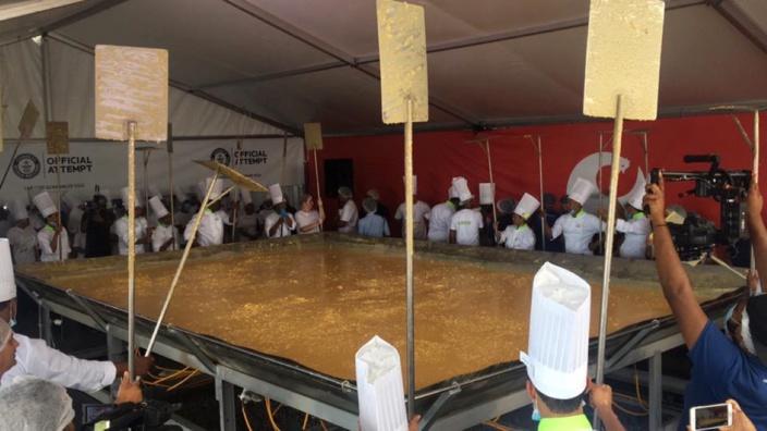 [Vidéo] Record du monde battu pour le groupe Inicia du « largest scrambled eggs »