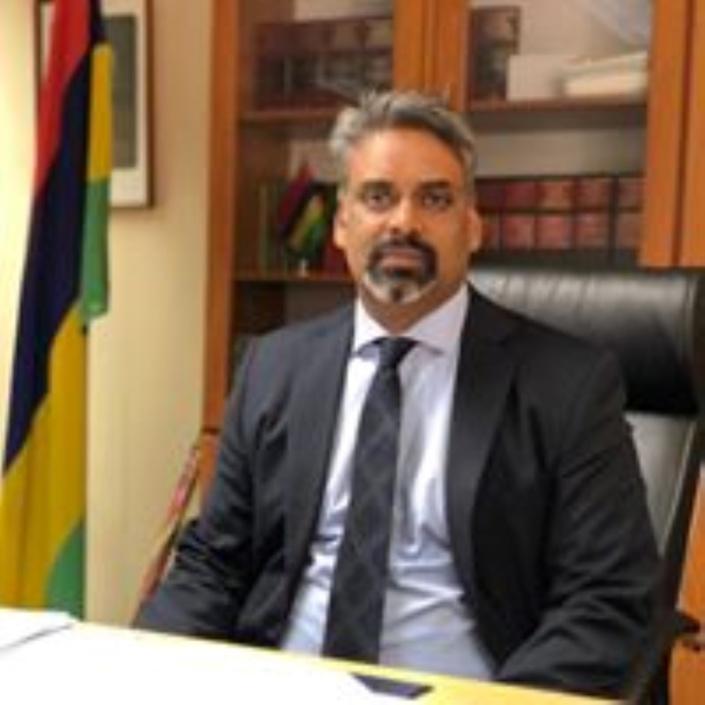 Quand le Bar Council tire sans sommation sur son propre vice-président, l'Attorney General