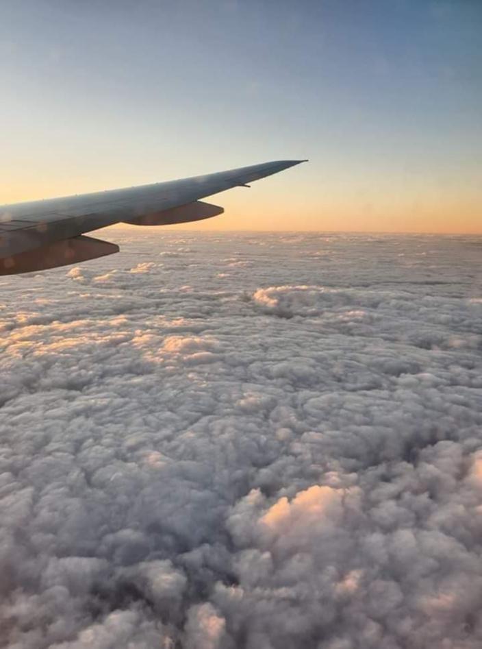 [Mayur Boodhun] Sa moment sa avion Air Mauritius defonce sa nuage cotton pou li atterir... Ki ou trouver?