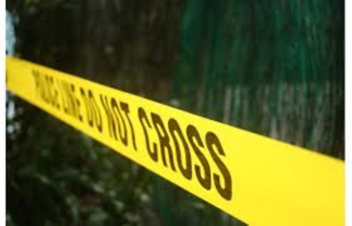 L'Escalier: Un cadavre en état de décomposition découvert