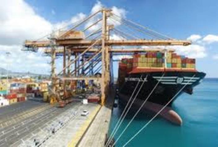 Le Premier ministre annonce des investissements Rs 47 milliards dans le port