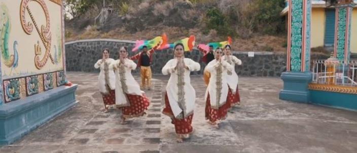 [Vidéo] Happy Divali avec le groupe Krumania Dance Academy