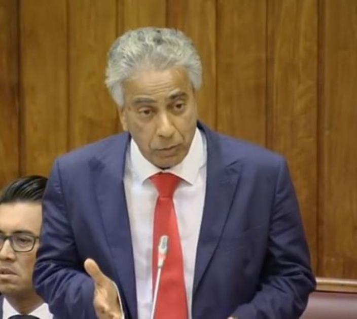 Xavier-Luc Duval insiste sur une fraude alléguée de Rs 450 M au SIFB