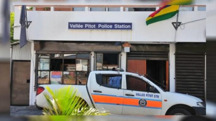 Victime d'agression au poste de police de Vallée-Pitot