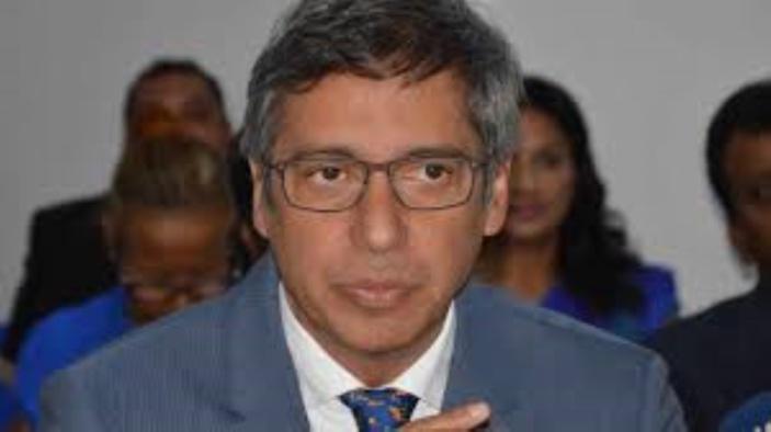 Motion de blâme de Duval contre Collendavelloo au Parlement