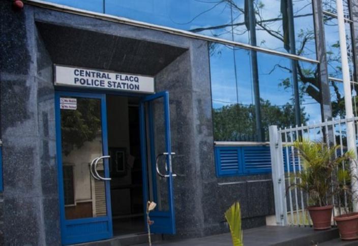 Une femme accuse 4 policiers d'abus d'autorité