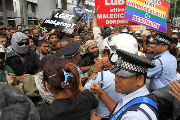 [Dossier] Manifestation illégale et anti-LGBT : Javed Meetoo reçoit un...avertissement