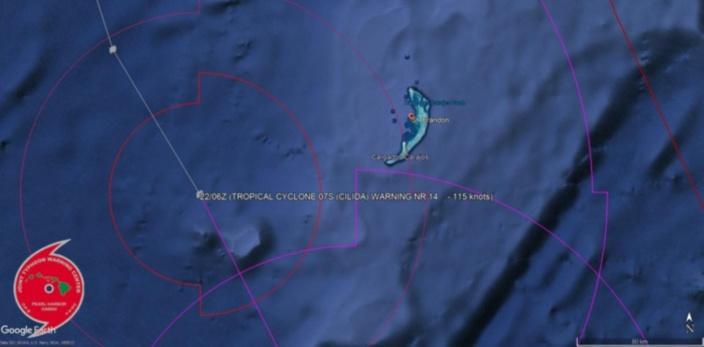 Le cyclone intense passe à un peu plus de 110km des îles de Saint Brandon ou les conditions sont cycloniques.