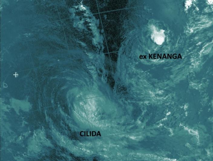 Noaa18 de 07h32 réceptionnée par Jacques Gentil/4Bornes. Je l'ai travaillée un peu. On voit bien les deux systèmes qui nous ont tenu éveillés ces dernièrs jours. La convection de CILIDA est bien rejetée sur sa face polaire. ex KENANGA est encore présent à l'état végétatif. Observez la zone sèche entre les deux circulations.