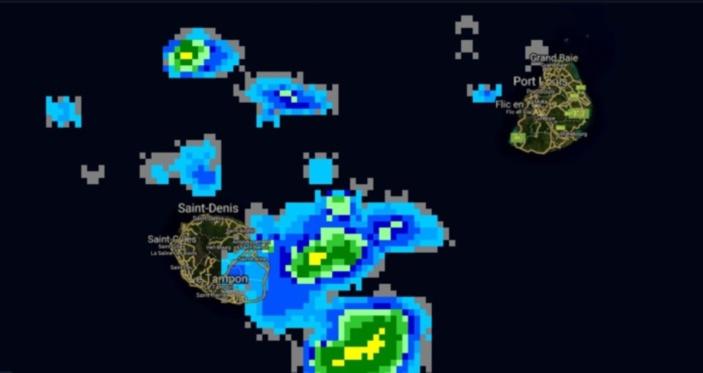 06H45: les foyers orageux sont situés principalement en mer à cette heure. Le risque pluvio-orageux persiste notamment cet après midi.