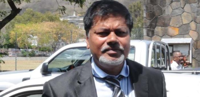 L'ancien rédacteur en chef de Samedi Plus, D. Dhooharika réclame Rs 3 millions à l'État