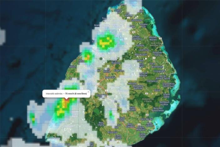Loic de Meteoi. Intensité estimée des averses 6mm en 5mn dans la région de Tamarin. https://www.meteoi.re