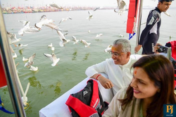 Une promenade en bateau au Sangam Nose, lieu où convergent les rivières sacrées du Gange, de Yamuna et de Saraswati.