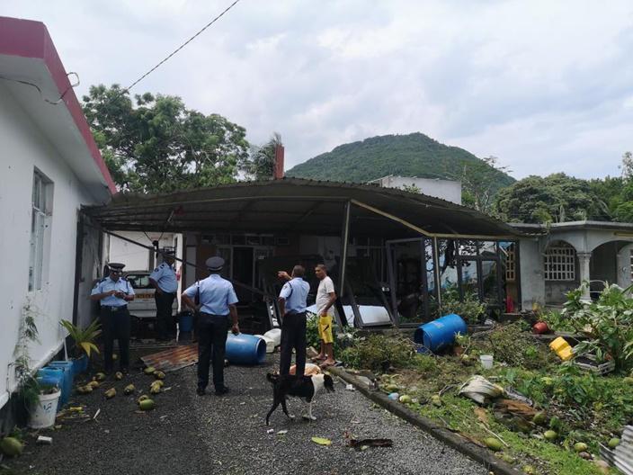 [Diaporama] Le village de Sébastopol sous l'emprise d'une mini tornade