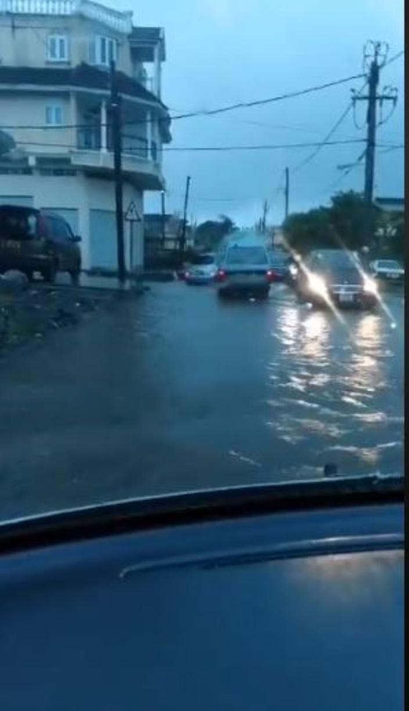 [Vidéo] Mauvais temps : Routes inondées à Vallée des Prêtres