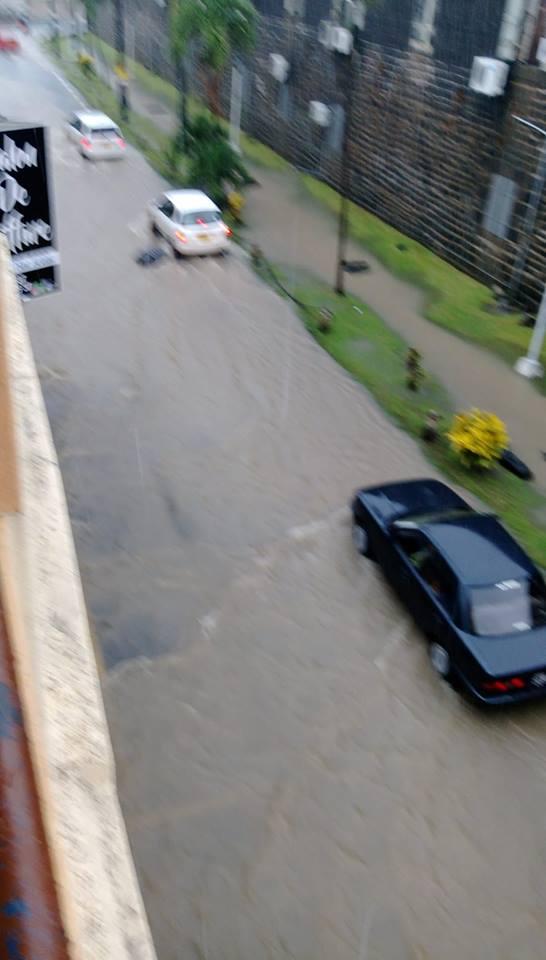 [Diaporama] Mauvais temps : rues impraticables, routes fermées et embouteillage