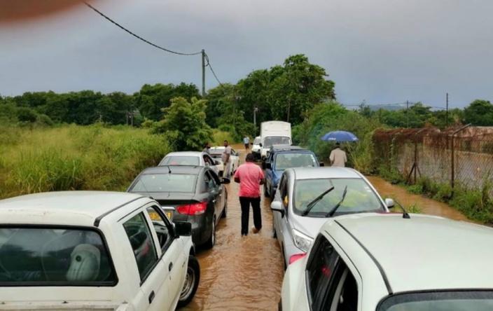 [Diaporama] Albion : des automobilistes bloqués par la rivière en crue