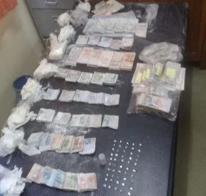 Batterie-Cassée : De l'héroïne et plus d'un Rs 1 million cachées dans le mur de son domicile