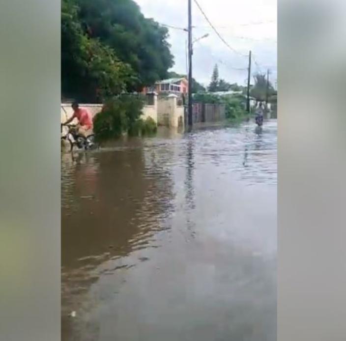 [Vidéo] Mauvais temps dimanche : accumulation d'eau à Flic-en-Flac