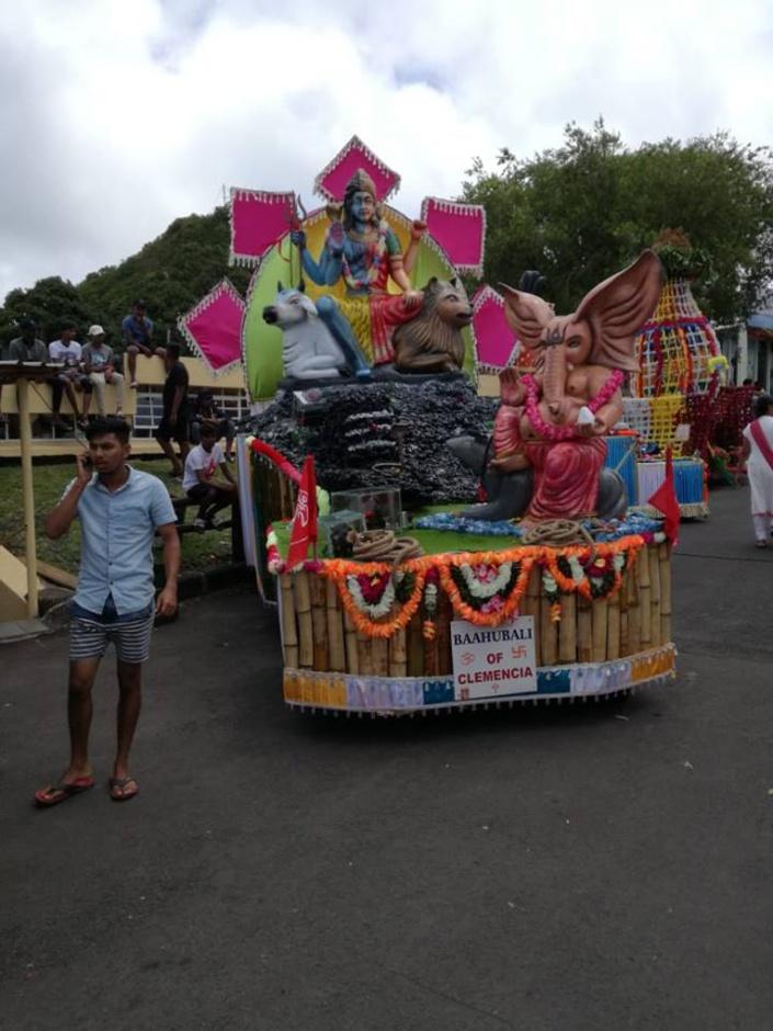 [Diaporama] Maha Shivaratri : Les Kanwars en marche vers Grand-Bassin
