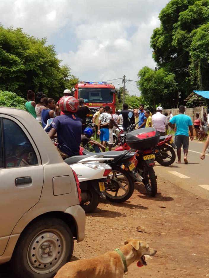 Une collision entre un camion et une moto à Triolet fait deux blessés