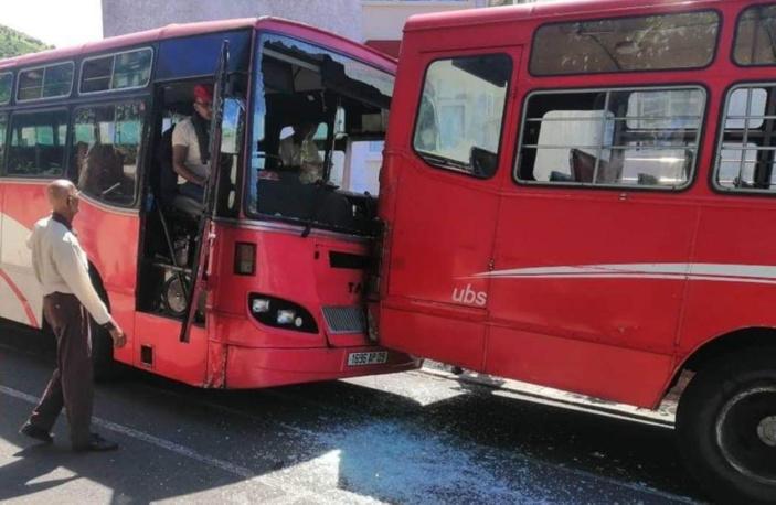 Port-Louis : Collision entre deux autobus