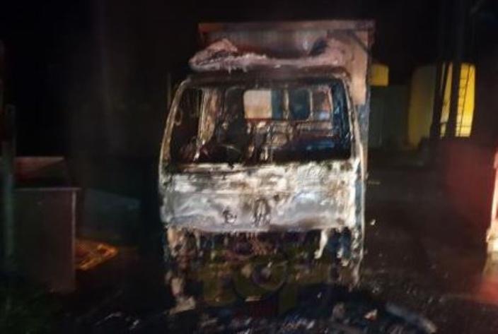 Bel Etang, Melrose : Un camion prend feu