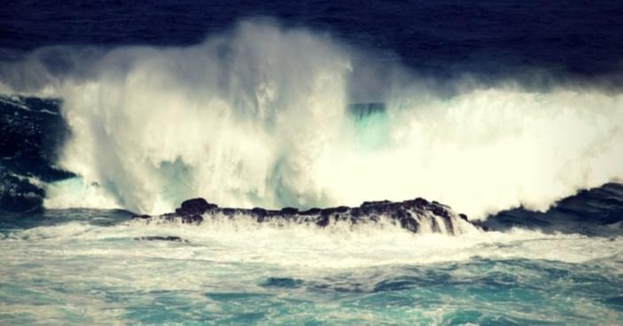 Vigilance forte houle en vigueur à Maurice. Risques de raz-de-marée à l'Est et au Nord