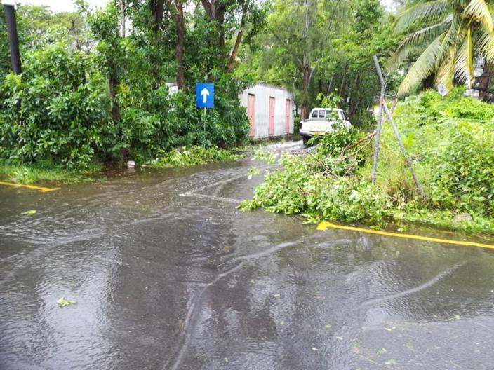 [Rodrigues] En images, Port Mathurin après le passage du cyclone tropical intense Joaninha