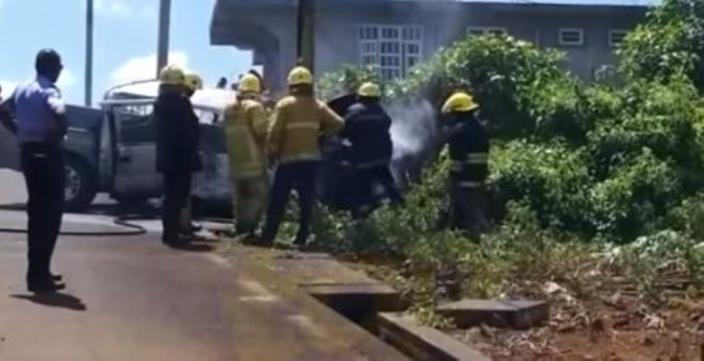 Camp-de-Masque : Une voiture prend feu