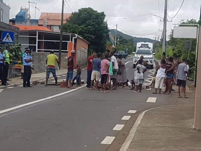 Coupure d'eau : Les habitants de Chamouny ont manifesté leur colère en bloquant la route dimanche