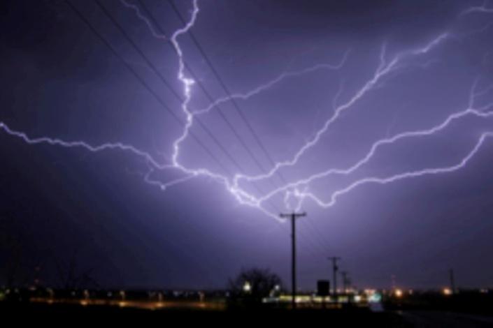 Orages, pluies et tempête électrique dans le ciel mauricien
