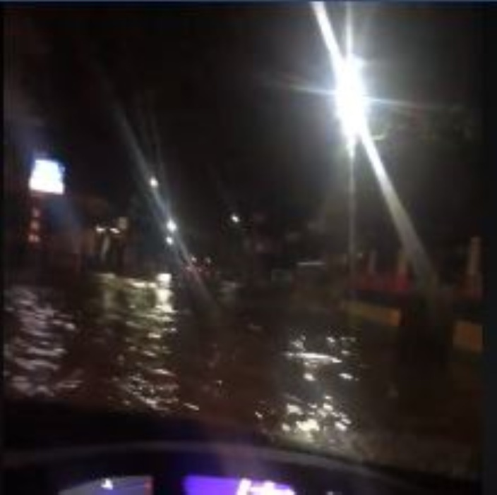 [Vidéo] Soudaine montée des eaux à Fond-du-Sac, des habitants en cours d'évacuation