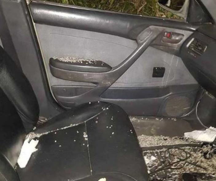Une voiture vandalisée à Ebène