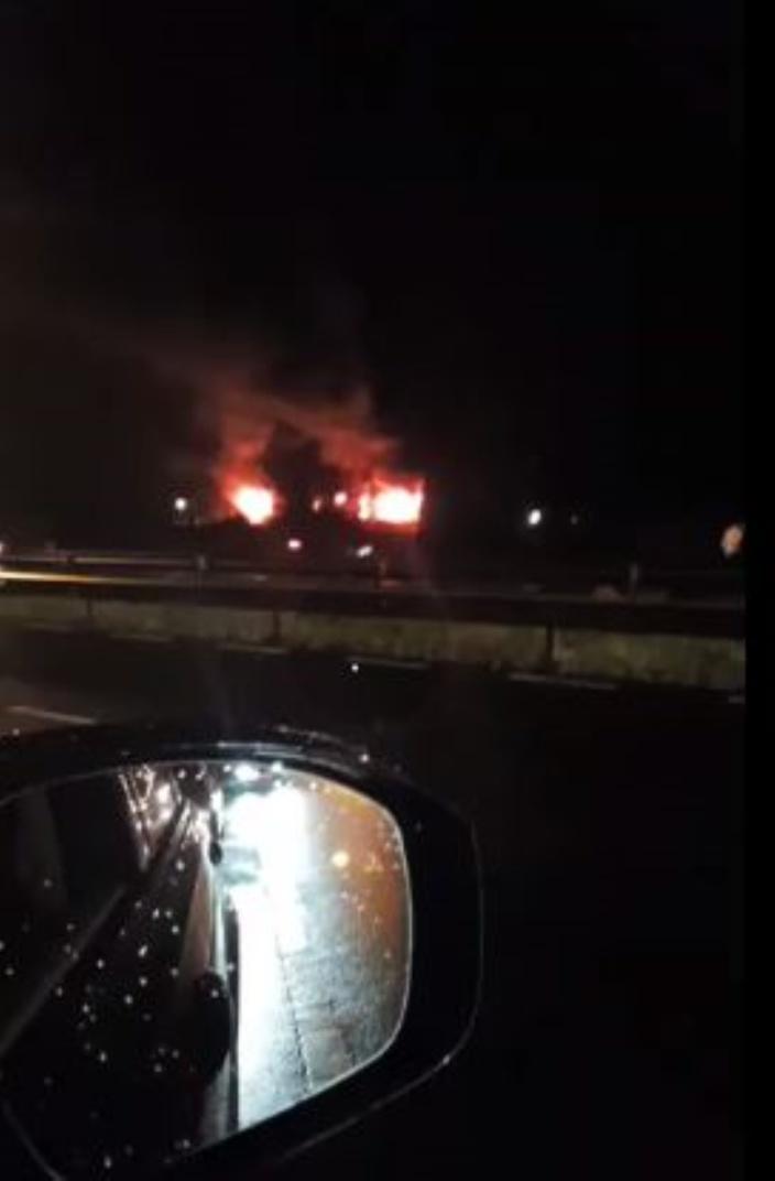 [Vidéo] Une usine à Union Park en proie aux flammes