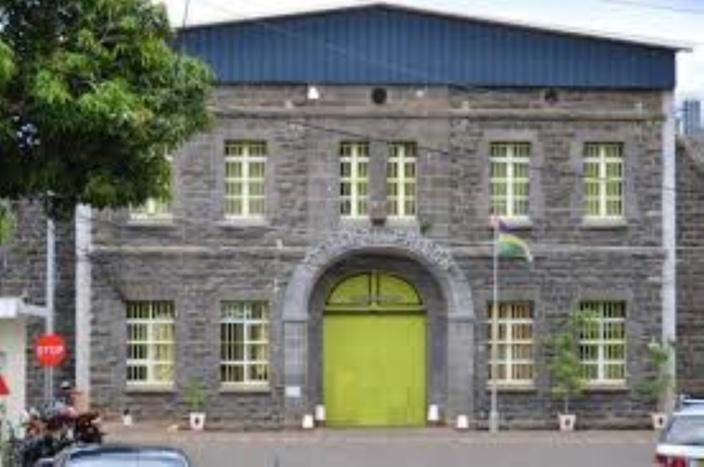 Prison de Beau-Bassin : un gardien écope d'une peine de 18 mois pour possession de drogue