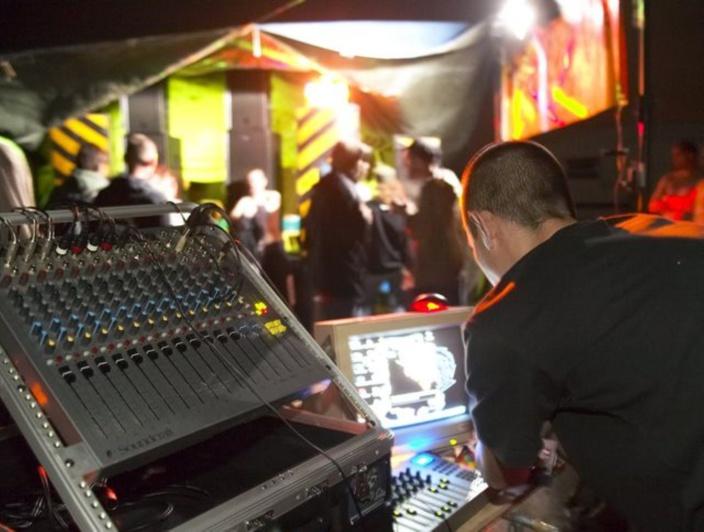 Rave Party illégale : Plusieurs personnes arrêtes en possession de cannabis, drogue synthétique et LSD