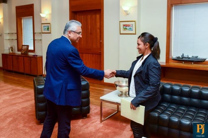 Léa Ratna en présence du Premier ministre ce lundi 27 mai.