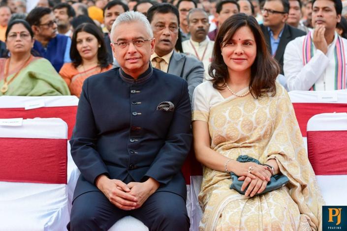 Le Premier ministre Pravind Jugnauth félicite son homologue Narendra Modi après la prestation de serment