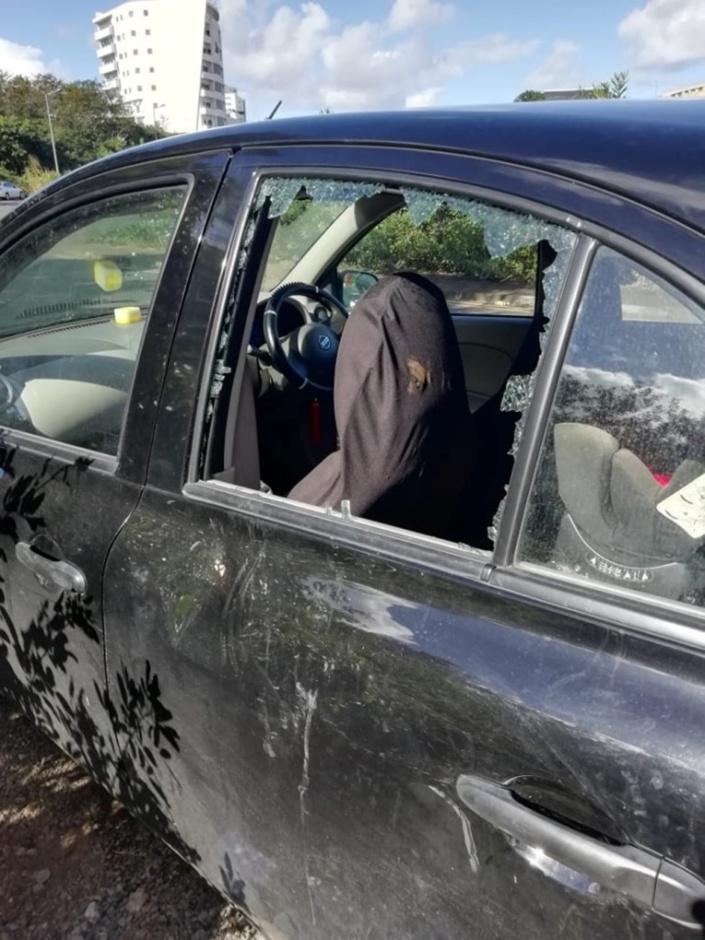 Ebène : Une voiture vandalisée