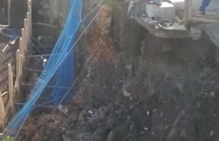 Site du Metro Express à La Butte : Un barrage s'effondre après un glissement de terrain